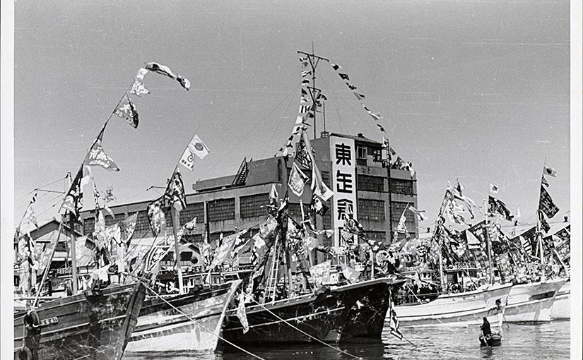 東缶倉庫前の独航船